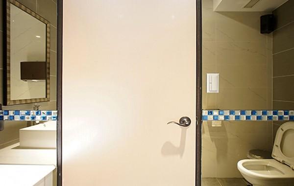 (牆面) 茶鏡 + 腰帶式.玻璃馬賽克 (空間感)