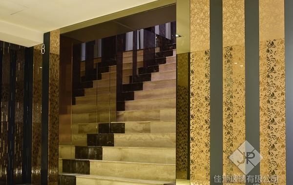 (大廳樓梯) 鈦鏡-簡潔情愫.烤黑。雲雕鏡-鳳凰傳奇.粉鏡