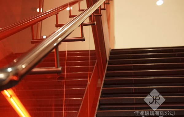 (樓梯) 牆面膠合玻璃.加扶手