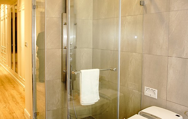 淋浴隔間-乾溼分離