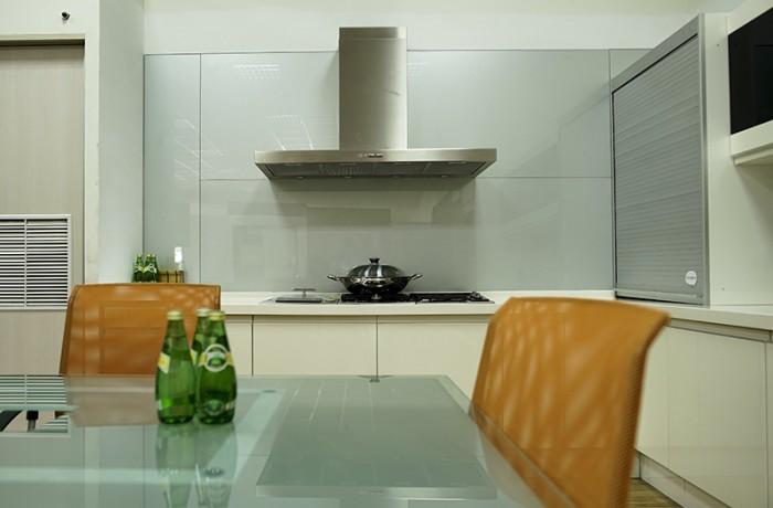 櫥房牆面 烤漆玻璃(銀)
