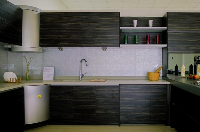 櫥房牆面 堆疊迷戀(超白玻)-烤銀